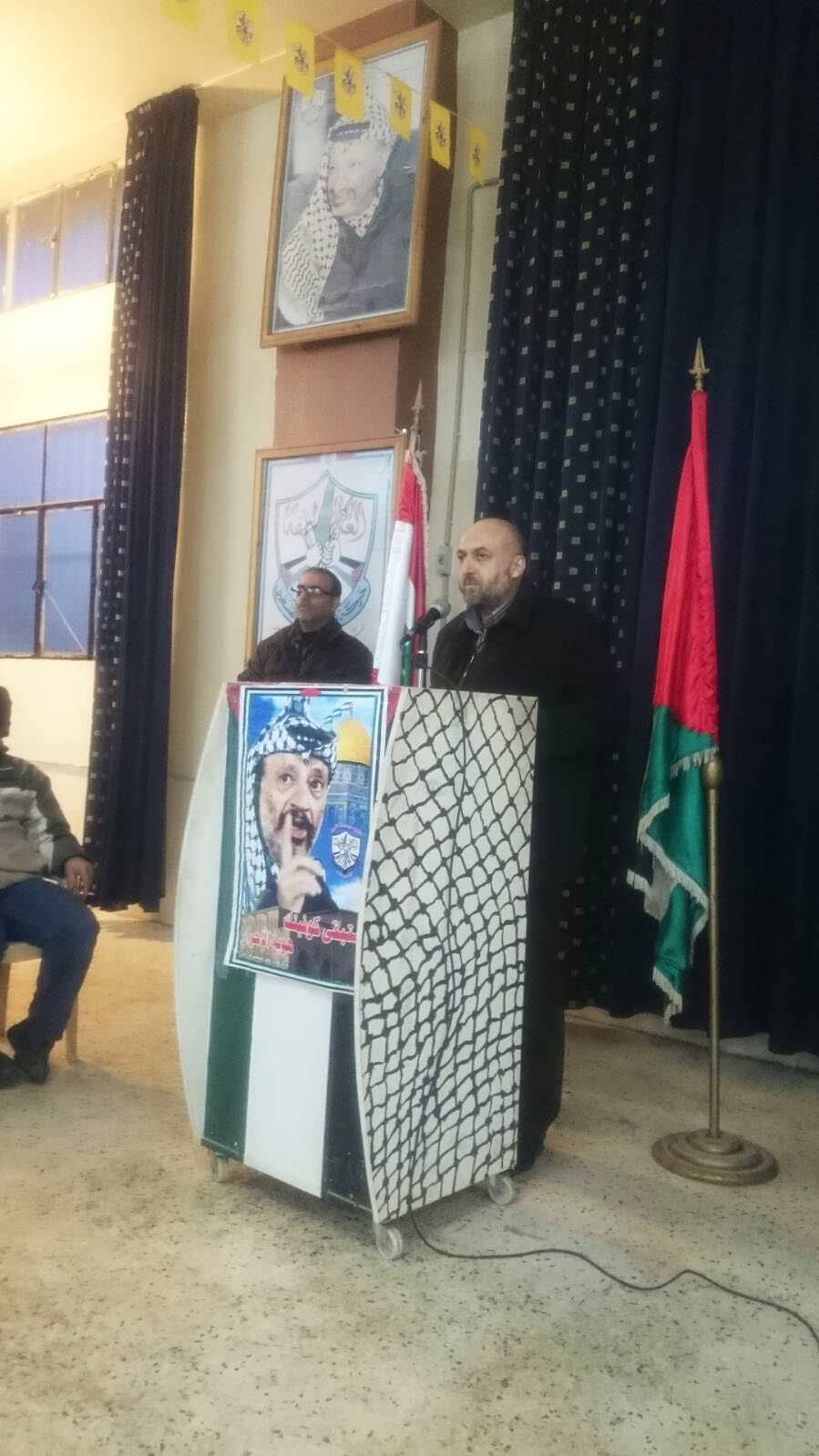 حركة حماس تقدم التهاني لحركة فتح في مخيم البداوي