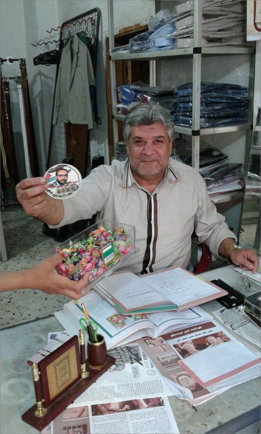كشافة بيت المقدس توزع حلوى وملصقات ابتهاجاً بعملية القدس في الرشيدية