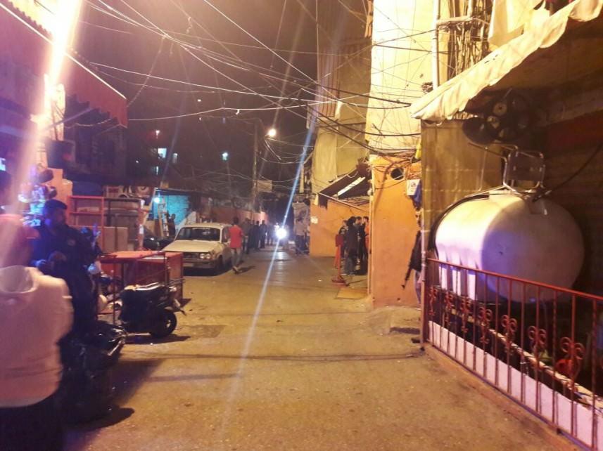 القوة الأمنية في مخيم شاتيلا تغلق محلاً لبيع الكحول وتعتقل شخصين
