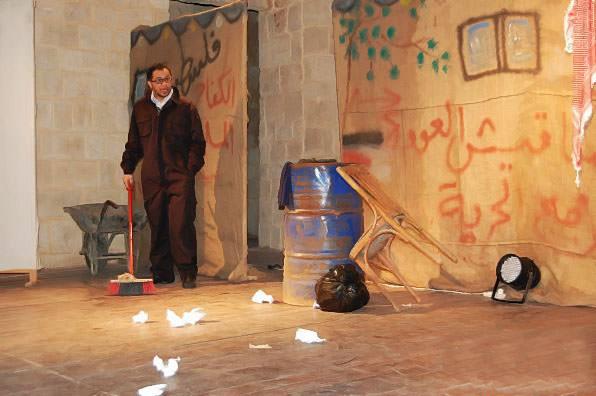 حارس الخراب على خشبة بيت الفن في طرابلس
