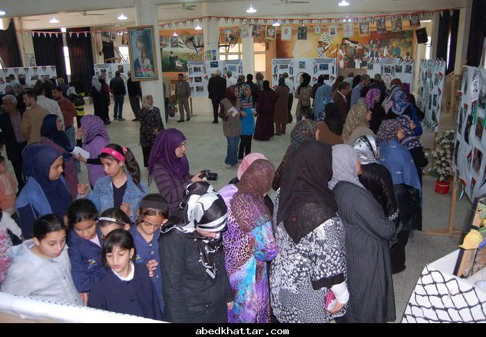معرض نيسان شهر الصمود والتصدي والعنفوان في مخيم البداوي