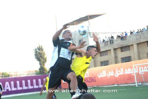 فوز نادي الدرة الفلسطيني على فريق القدس في مخيم البداوي
