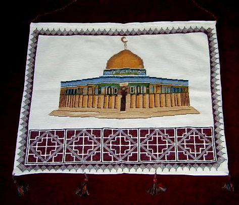التطريز الفلاحي الفلسطيني هو من اجمل ما يميز تراثنا فهو التميز والعراقة