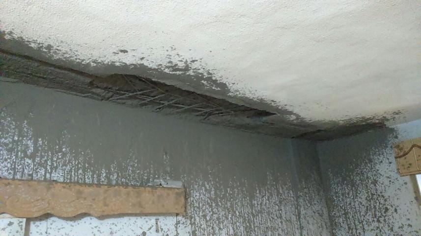 انهيار سقف منزل في منطقة تعمير عين الحلوة ونجاة العائلة