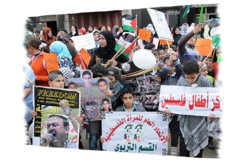 مخيم البداوي يتضامن مع الاسرى الفلسطينيين في يومهم