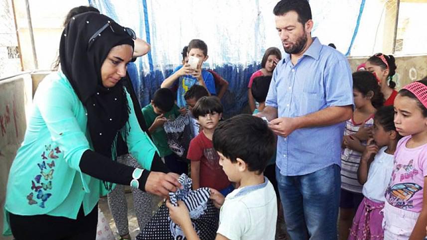 تـوزيع 150 حصة قرطاسية للأطفال الفلسطينين في مخيم عين الحلوة