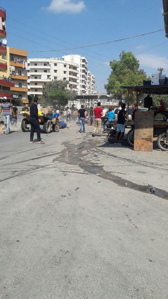 أهالي البداوي يغلقون مدخل المخيم الشمالي احتجاجاً على إجراءات الجيش