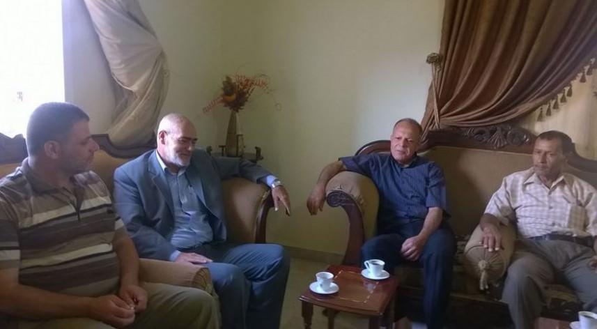 وفد من الجهاد يزور عوائل الشهداء ونائب مدير التعليم في لبنان