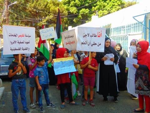 وقفات احتجاجية في البص ومخيم البداوي رفضاً لتقليصات الأونروا