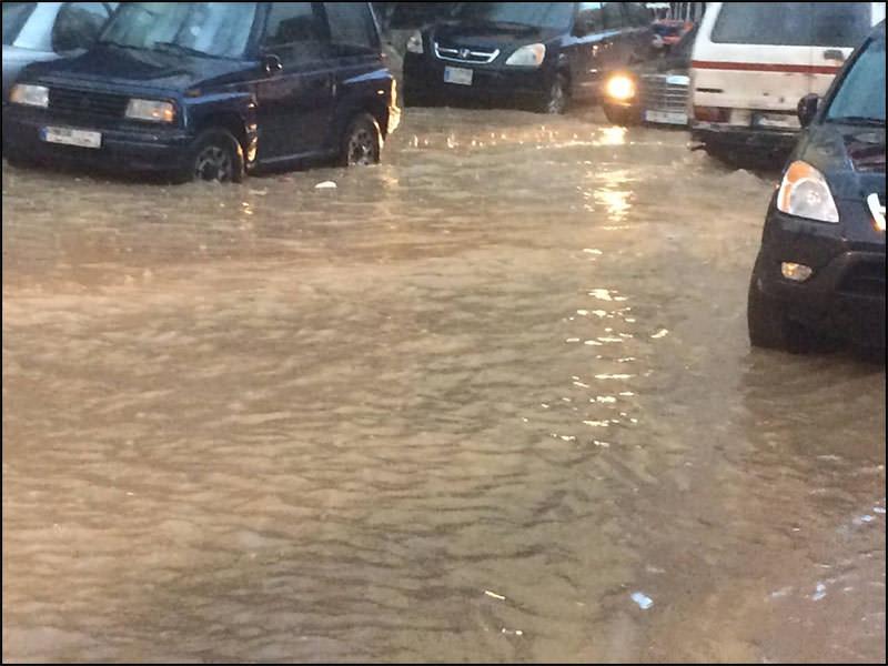 صور من الأمطار الغزيرة التي هطلت على مخيم البداوي أمس السبت