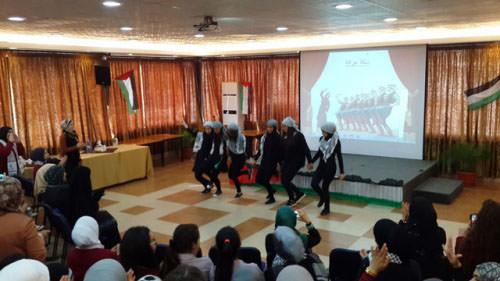 طالبات الرحمة يحتفلن بيوم التضامن مع الشعب الفلسطيني