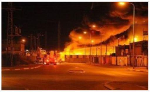 حريق ضخم في قاعدة عسكرية قرب تل أبيب
