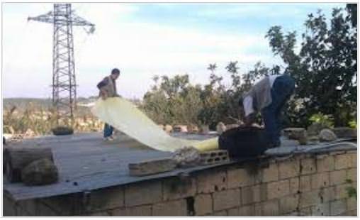 إعادة تأهيل الأسقف المعدنية لمنازل الفلسطينيين القادمين من سورية إلى لبنان
