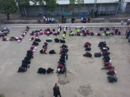طالبات قبية في عين الحلوة يخططن بأجسادهن الرقم 194