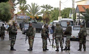 إجراءات أمنية فلسطينية إحترازية بعد اشتباكات بين الجيش ومسلحين لبنانيين