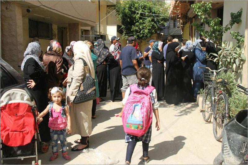 الهيئة الخيرية توزع مساعدات لمئتي عائلة نازحة في مخيم عين الحلوة