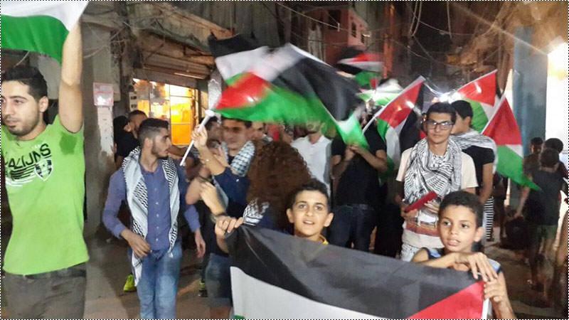 أهالي مخيم  عين  الحلوة يهتفون لانتفاضة القدس