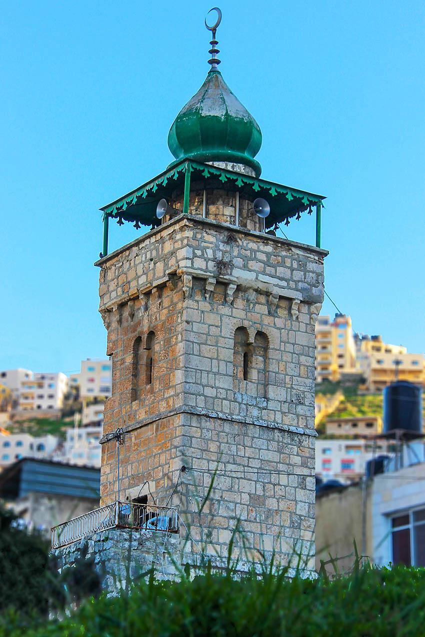 جامع الخضراء جامع أثري يقع في مدينة نابلس