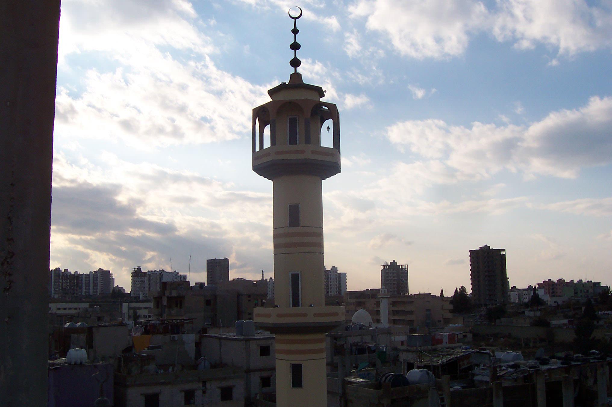 صورة الجامع الكبير في مخيم البداوي // عمربن الخطاب