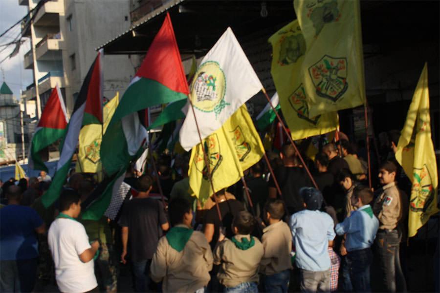 وقفة تضامنية بدعوة من حركة فتح امام محطة سرحان في مخيم البداوي