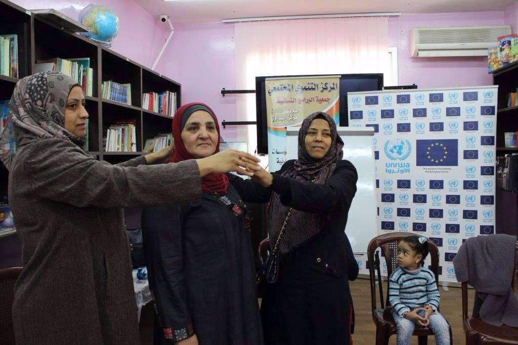 بيت أطفال الصمود تنظم دورة توعية للنساء في مخيم البداوي