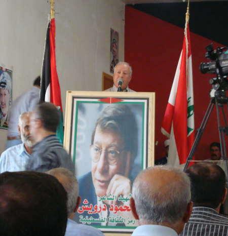 محمود درويش حاضراً في مخيم البداوي