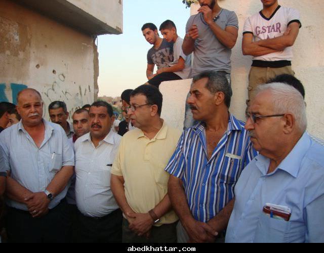 مروان عبد العال في زيارة مقابر الشهداء في مخيم نهر البارد