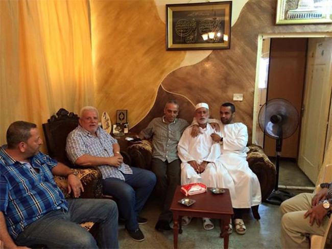 قيادات حركة فتح تزور حجاج بيت الله الحرام في مخيم الميه وميه