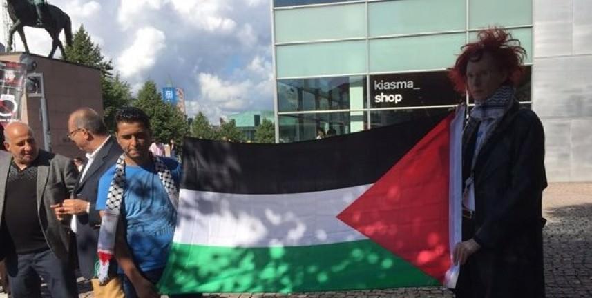 وقفة داعمة للأسرى الفلسطينيين أمام البرلمان الفنلندي