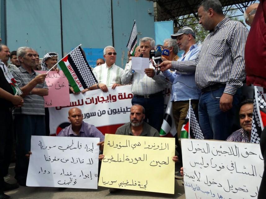 النازحون الفلسطينييون يعتصمون أمام مقر الأونروا [هذه قائمة مطالبنا]