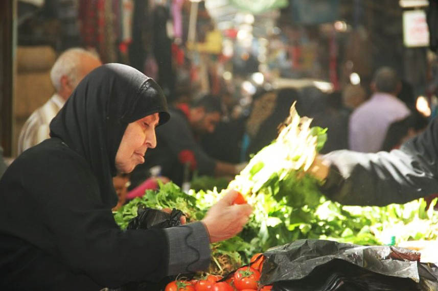 مشروعان للبنية التحتية في سوق الخضار بمخيم عين الحلوة