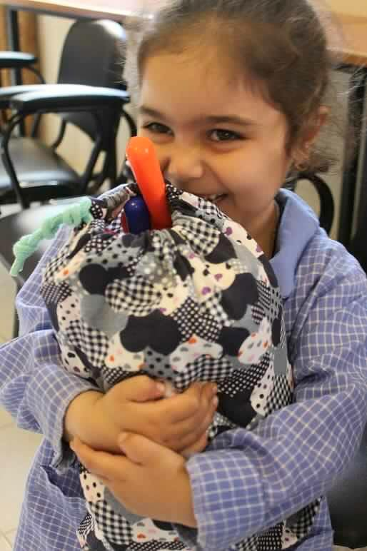 هدايا يابانية للأطفال الفلسطينيين في مخيم البداوي