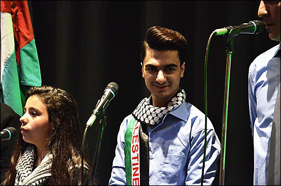 فرقة عشاق الاقصى احيت حفلا فنيا في الجامعة اللبنانية الاميركية