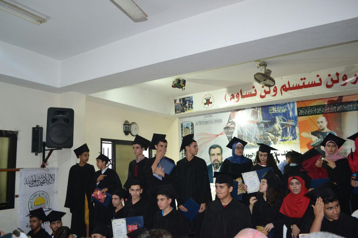 رابطة بيت المقدس تكرم مائة طالب من المتفوقين في مخيم الرشيدية