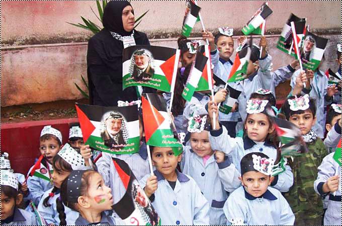 صور من مخيمات لبنان تحيي الذكرى التاسعة لرحيل الشهيد ياسر عرفات